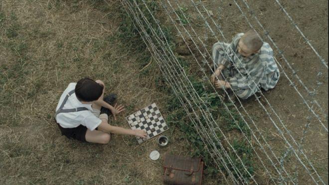 Der Junge im gestreiften Pyjama_Schmuel und Bruno_Aerial_660