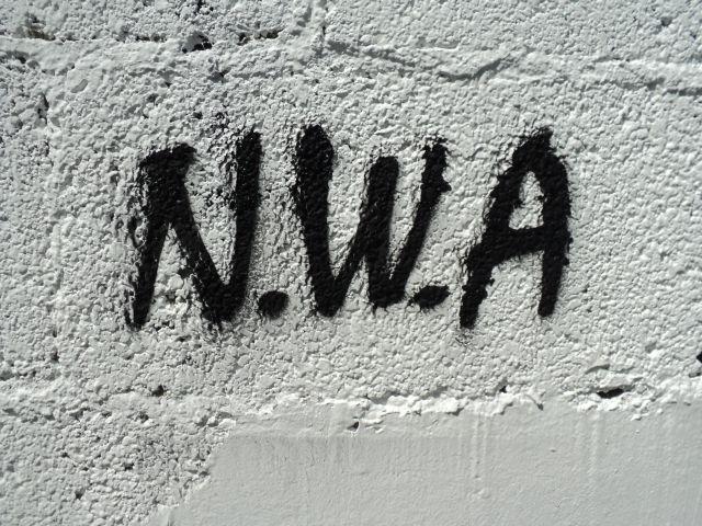 """""""Straight Outta Compton"""" handelt von der Rap-Gruppe N.W.A (Urheber des Fotos:LetećiVale)"""