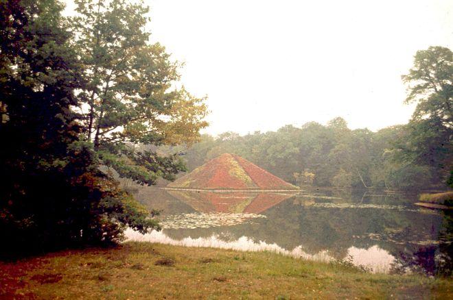 See-Pyramide im Park in Branitz: Hier ließ sich Fürst Pückler begraben
